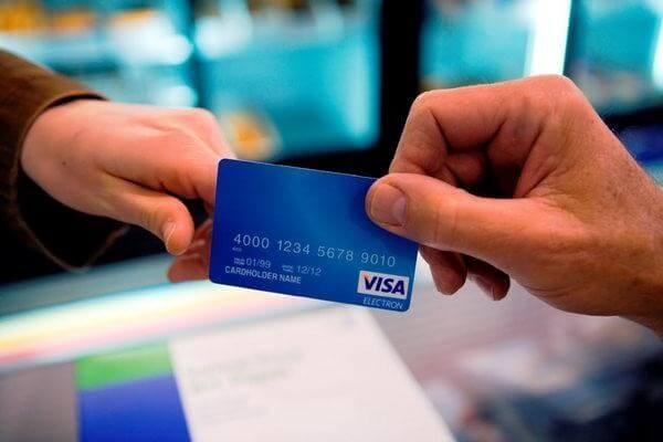 Phí đáo hạn thẻ tín dụng ngân hàng rẻ hơn so với các hình thức thanh toán khác