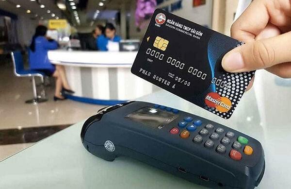 Dịch vụ rút tiền mặt từ thẻ tín dụng là giải pháp hiệu quả trong trường hợp bạn thanh toán tiền mặt mà không mang đủ tiền