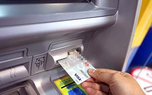 Việc sử dụng thẻ tín dụng tiềm ẩn những rủi ro về tính bảo mật cũng như lãi suất