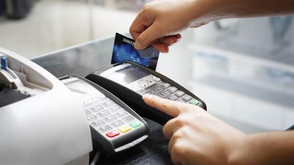 Việc tính hạn mức, lãi suất rút tiền từ thẻ tín dụng được quy định khác nhau tại mỗi ngân hàng