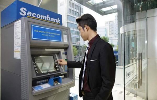 Phí rút tiền mặt thẻ tín dụng Sacombank tại các cây ATM khá cao lên tới 4%
