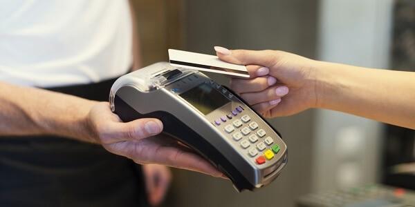 Hỗ trợ rút tiền mặt từ thẻ tín dụng Vietcombank phí thấp nhất tại dichvuthetindung.vn