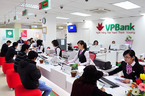 Cách thanh toán dư nợ thẻ tín dụng VPBank trực tiếp tại ngân hàng