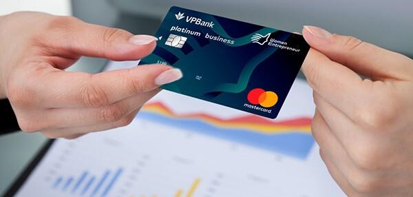 Thẻ tín dụng có chức năng thanh toán, đơn giản hóa các giao dịch
