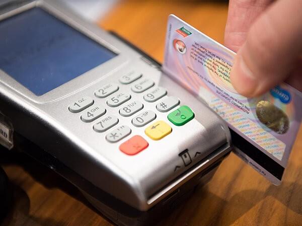 Dịch vụ đáo thẻ tín dụng Standar Chartered hỗ trợ khách hàng thanh toán 100% số dư nợ thẻ tín dụng đúng thời hạn