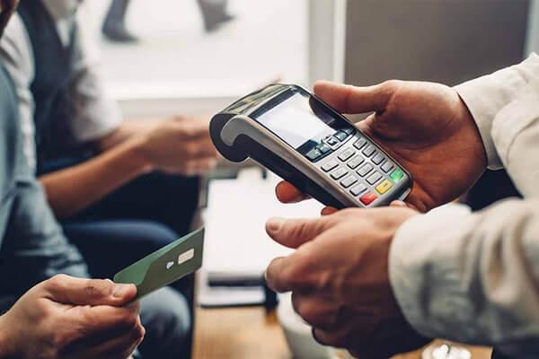Dịch vụ rút tiền và đáo hạn thẻ tín dụng Vietcombank giá rẻ tại nhà uy tín tại dichvuthetindung.vn