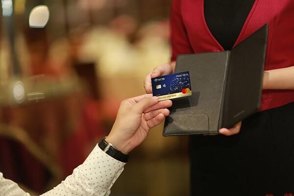 Địa chỉ rút tiền thẻ tín dụng giá rẻ nhất tại Hà Nội