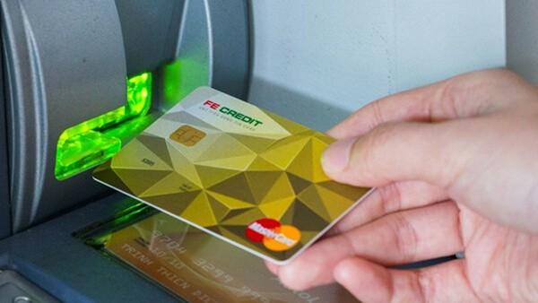 Rút tiền mặt thẻ tín dụng FE Credit Card tại ATM