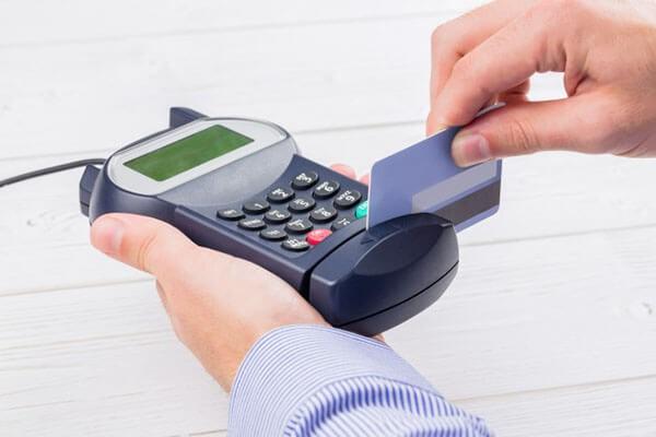 Dịch vụ hỗ trợ rút tiền mặt thẻ tín dụng giá rẻ tại quận Cầu Giấy với thủ tục đơn giản, quy trình toàn diện