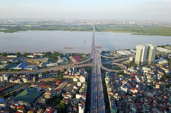 Cầu Vĩnh Tuy nối quận Hai Bà Trưng và quận Long Biên
