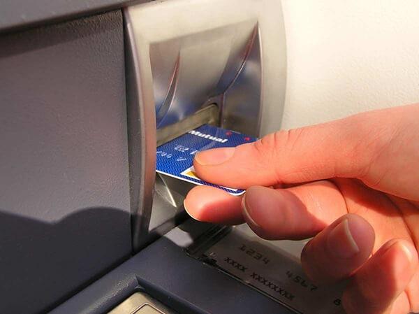 Rút tiền mặt thẻ tín dụng MBBank giúp khách hàng có tiền mặt trong trường hợp cần thiết