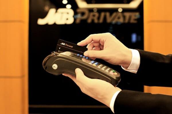 Dichvuthetindung.vn cung cấp dịch vụ rút tiền mặt thẻ tín dụng MBBank giá rẻ, an toàn và nhanh chóng