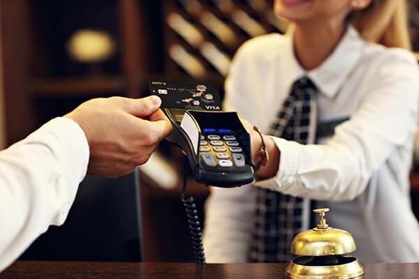 Dịch vụ rút tiền mặt thẻ tín dụng MBBank giá rẻ tại nhà của dichvuthetindung.vn