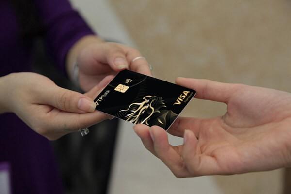 Dịch vụ rút tiền mặt thẻ tín dụng TPBank giá rẻ tại nhà