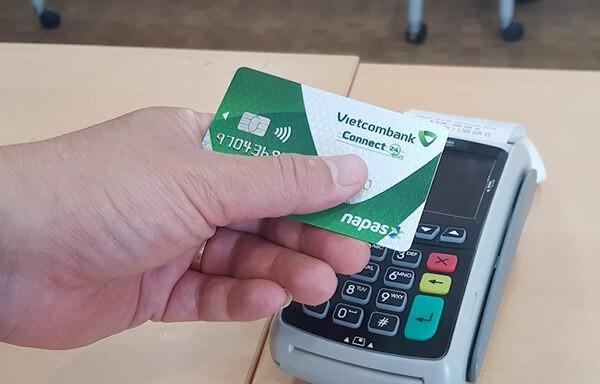 Dịch vụ rút tiền thẻ tín dụng Vietcombank giúp bạn tiết kiệm chi phí hơn so với khi rút bằng các hình thức khác