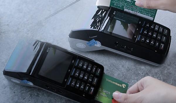 Dịch vụ rút tiền thẻ tín dụng Vietcombank giá rẻ tại nhà của dichvuthetindung.vn