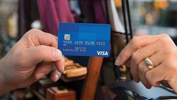 Ngoài chức năng thanh toán, chúng ta có thể rút tiền từ thẻ Visa một cách dễ dàng