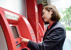 Cách rút tiền mặt từ thẻ Visa Techcombank qua máy ATM
