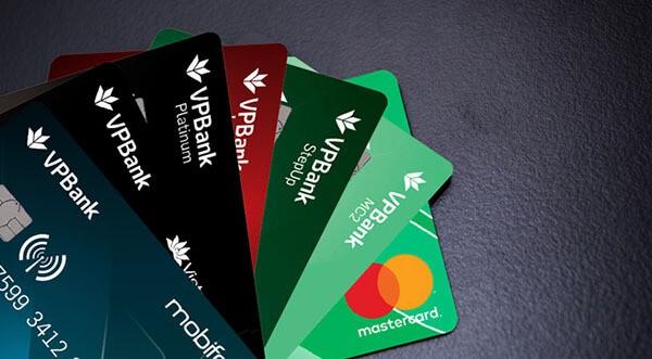 Nắm vững các loại phí khi sử dụng thẻ tín dụng VPBank