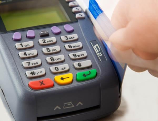Quẹt thẻ tín dụng để lấy tiền mặt