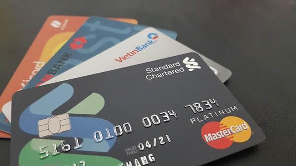Vay tín chấp ngân hàng khi mở thẻ tín dụng