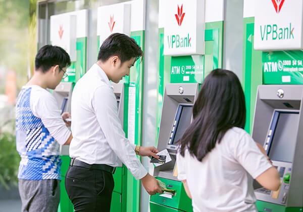 Rút tiền thẻ tín dụng VPBank tại ATM